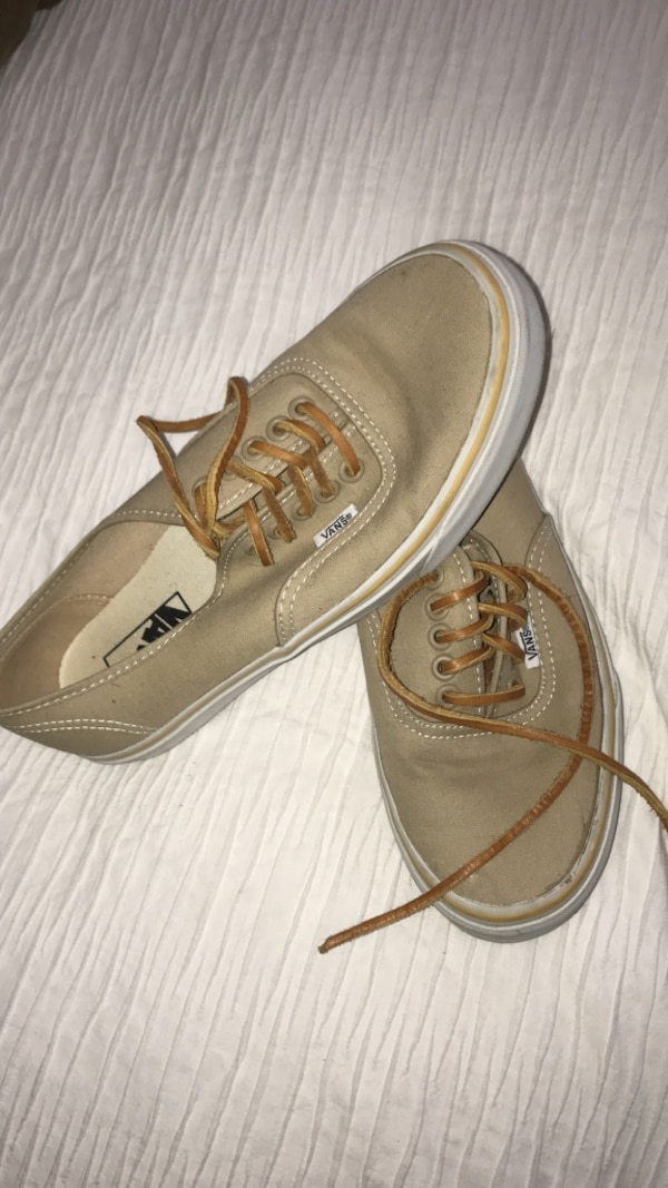 b15ce169433f Used Brown vans off the wall low tops for sale in Upland - letgo