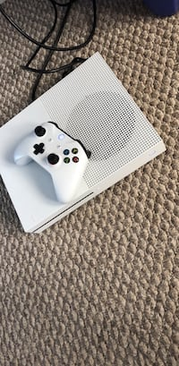 White xbox one console with controller Charlotte, 28214