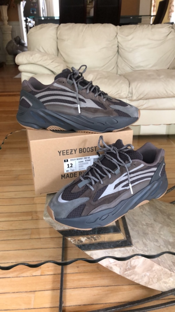 factory authentic 884fb d96f1 Yeezy 700 v2 geode
