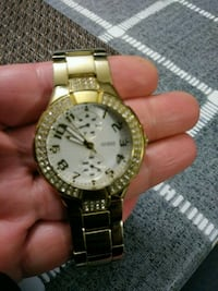 round gold-colored analog watch with link bracelet 541 km