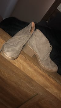 Pair of gray suede boots Chula Vista, 91911