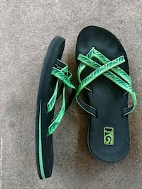 pair of black-and-green Nike sneakers Temple, 76504