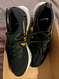 New Women's Nike Epic React Flyknit Black and Gold Shoes - Size 9.5 Carpinteria, 93013