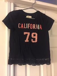 Hollister size S tee Welland