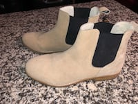 Pair of Urban outfitter Chelsea suede boots Toronto, M6K 3P9