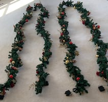 Outdoor Holiday Garland (60ft) and matching wreath