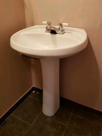 Pedestal sink and faucet Vancouver, V5M 1W7
