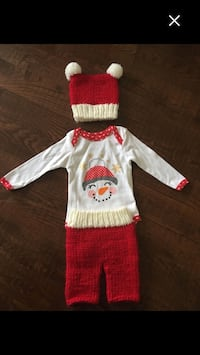 Very sweet knitted Christmas Outfit Kirkland, H9H