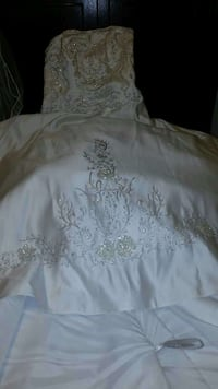 Silver floral embroidered white textile Buchanan, 10511