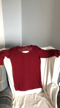 Lacy red 3/4 shirt