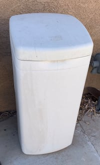 Water tank holder for a water filter