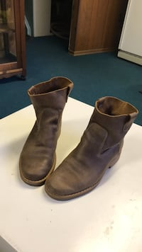 Roots ankle boots size 10 like new Nobleton
