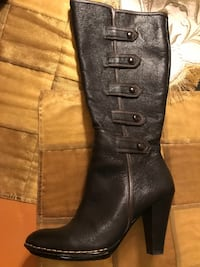 Softt  boot size 8 used only one time   Because hight heel excellent condition  Darien, 60527