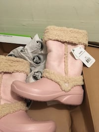 Crocs size 6 High Point, 27262