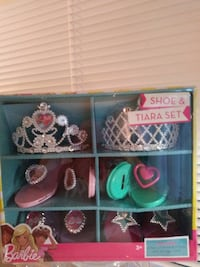 Barbie Shoe & Tiara set box