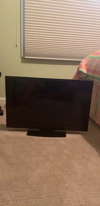 "insignia 28"" tv Cedarburg, 53012"