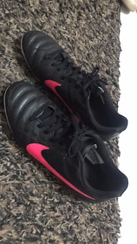 Girls soccer shoes Nike size 4.5 slightly use Burnaby, V5H 3G1