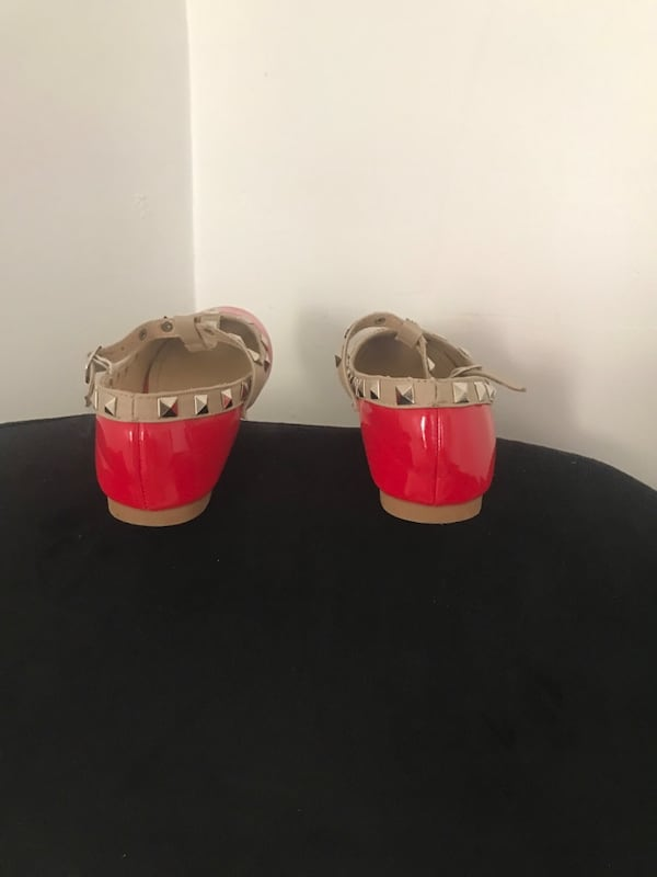 Red shoes. Little girl size 12 4bfab160-64b2-4b60-997d-f92f664f7a63