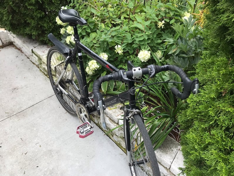 Road Bike (GMC) Denali 21 gears( Odyssey peddles ) willing to trade for a nice fixie  7d9941ff-ea15-4ae9-be2d-fc617102e1b7