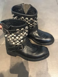 Leather boots with studs Montréal, H1G 4C2