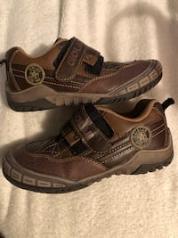 Boys shoes size 32 in Eur or Size 1 US Calgary, T2K