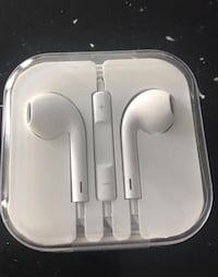 Apple headphones earphones  Ottawa, K2M 0J7