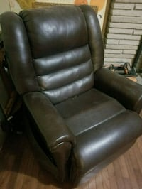 AUTOMATIC-  RECLINER WITH POWER LIFT AS Oakville, L6H