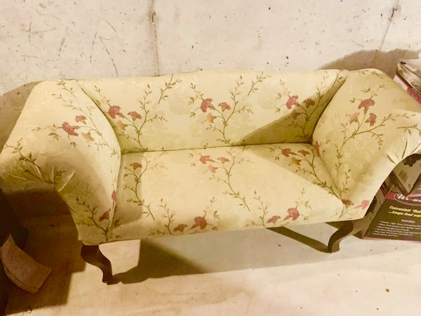 Tremendous Vintage Love Seat Chair Sofa With Floral Fabric Pabps2019 Chair Design Images Pabps2019Com
