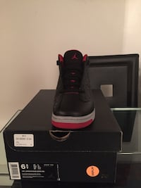 black and red Air Jordan basketball shoe with box Montréal, H1R 1N2