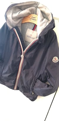 Boys authentic Moncler spring/fall jacket. Size 6. Looks brand new. Dorval, H9P