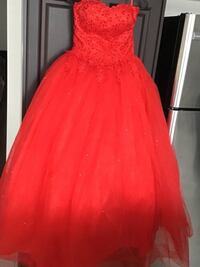 Brand new strapless sweetheart neck gown ,fits small to med,red Brampton, L6V 3X9