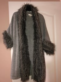 gray and black fur coat 568 km