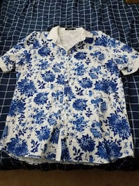 Men's XL white and blue floral button up t-shirt Martinsburg, 25404