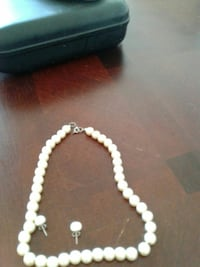 Pearl necklace and matching earings.