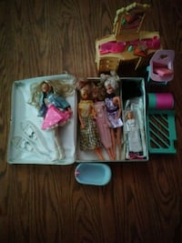 assorted Barbie dolls with boxes Longueuil, J4K 4R9