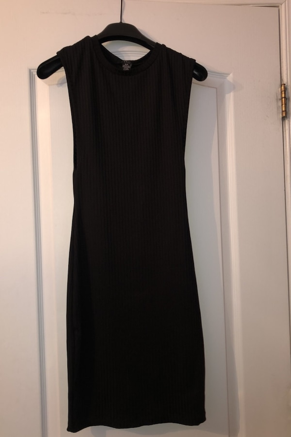 Woman's black fitted dress ae348d51-9ff1-4c94-9546-c286dc39e278