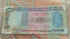 Indian old 100 rupees  note with 786