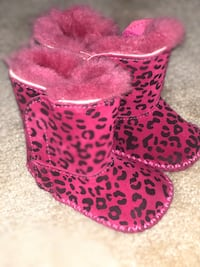 Size 2 to 3 toddler pink Uggs boots Rockville, 20850