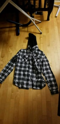 black and white plaid button-up with hood Montréal, H2N 1Y8