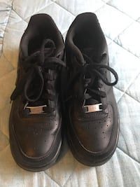 Black Air Force 1 size 5.5