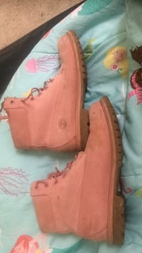 pair of pink Timberland work boots Dumfries, 22026