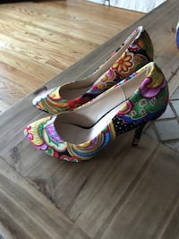 pair of multicolored floral peep-toe pumps Surrey, V3T 1E4