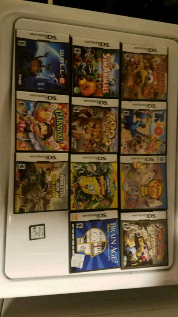Lot of Nintendo  games c3c94ee5-0ee6-4846-a545-17ad43bb81be