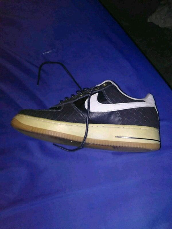Used unpaired black and white Nike Air Force 1 low for sale in ... 4da6b2514