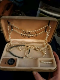 Pearl necklaces and bracelets, pearl brooch, pin Lincoln, 68508