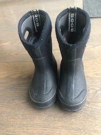 Toddler winter Bogs - size 7