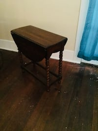Antique table - was my great grandmothers and I hate to part with it but I can't take it with me Monroe, 71201