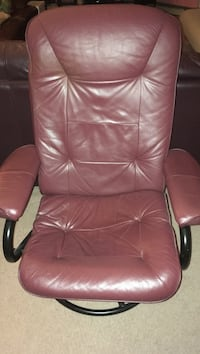 Burgundy leather reclining chair Montreal