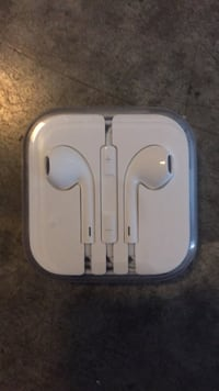 apple wire headphones NEW 2295 mi