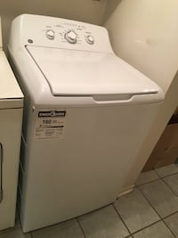 2 months old GE 4.4 cu.ft. White top load washer with stainless Steel basket Côte-Saint-Luc, H4W 2Y4